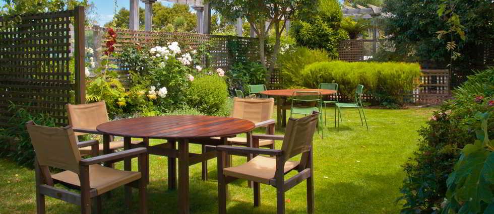 Pintar madera for Paredes de madera para jardin