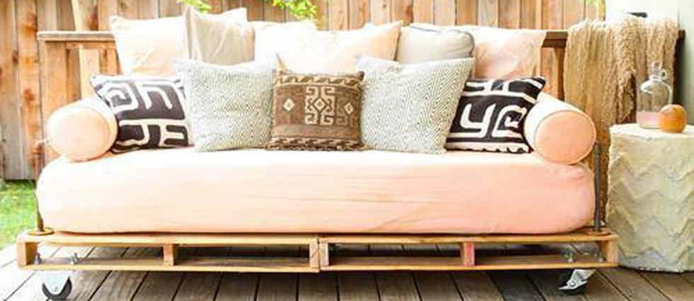 sofá palet estilo diy o en español, Hazlo tu mismo esta de moda.