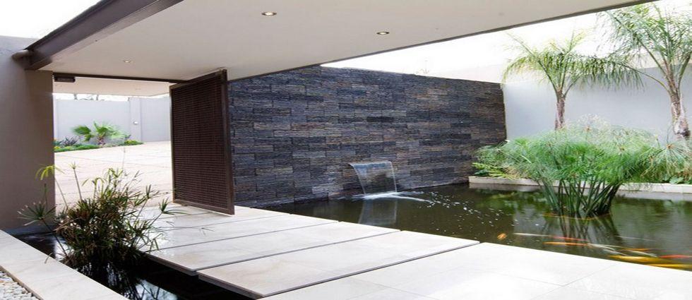 estanque de interior con plantas